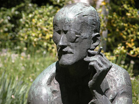 Picture of James Joyce statue